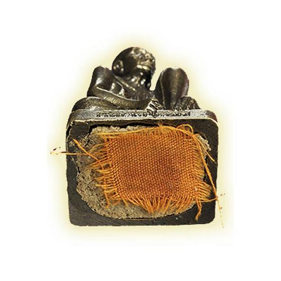 รูปหล่อหลวงปู่ผาด ชันเข่า รุ่นสร้างพระอุโบสถ ปี๕๔ เนื้อสัมฤทธิ์ ฝังจีวร
