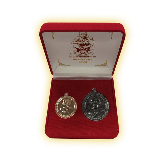 ชุดเหรียญทวิมงคล คูณมงคลมหาลาภ เนื้อทองแดงรมดำพิมพ์ใหญ่ กะไหล่นาคพิมพ์เล็ก ปี 53